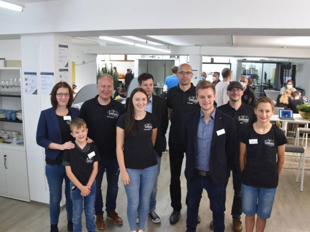 Das Team der InfoTastic Academy am Eröffnungstag (Nicole Voss/ LokalPlus)